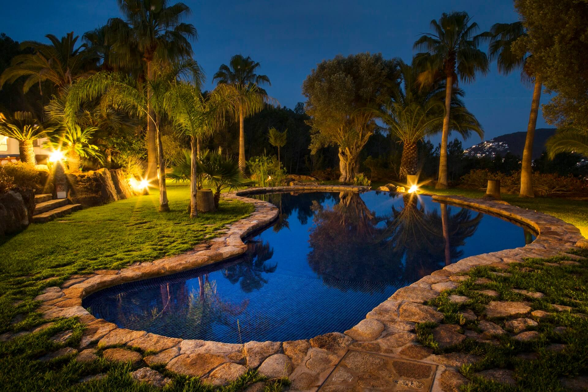 Villa Torres Carón - Swimming pool by night