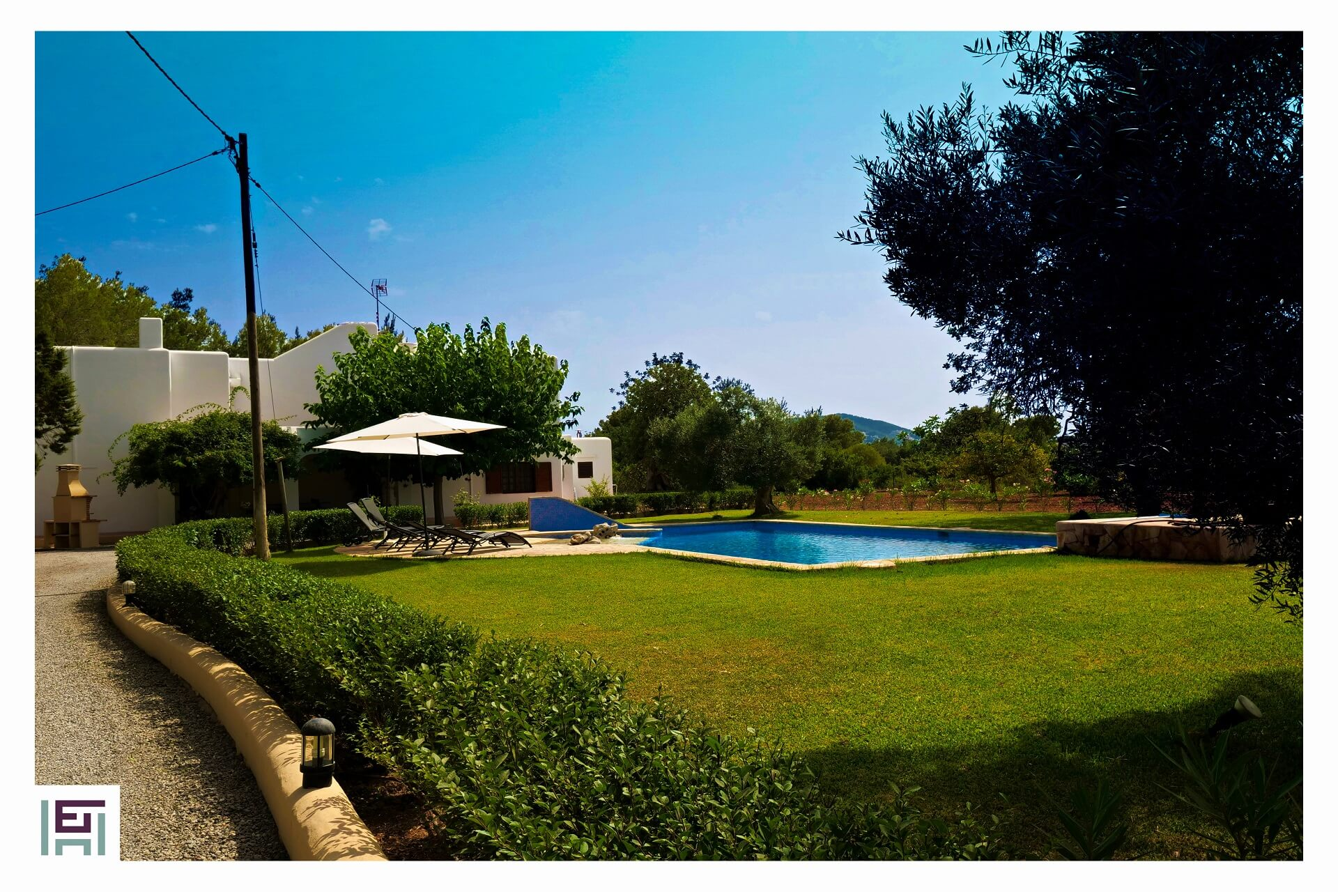 Finca C. Rosita - Swimming pool with lawn