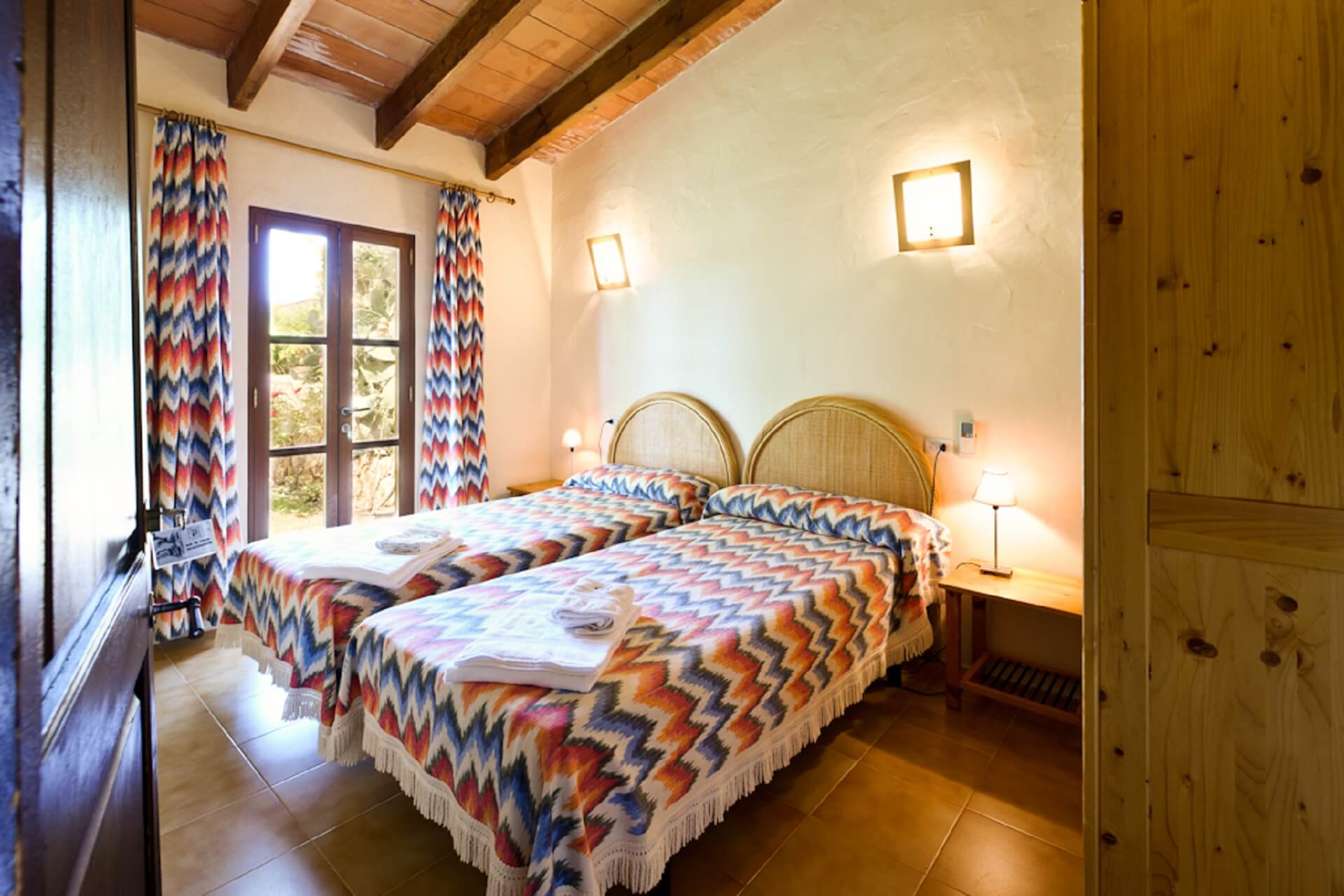 Finca Son Rito - Bedroom neighboring building