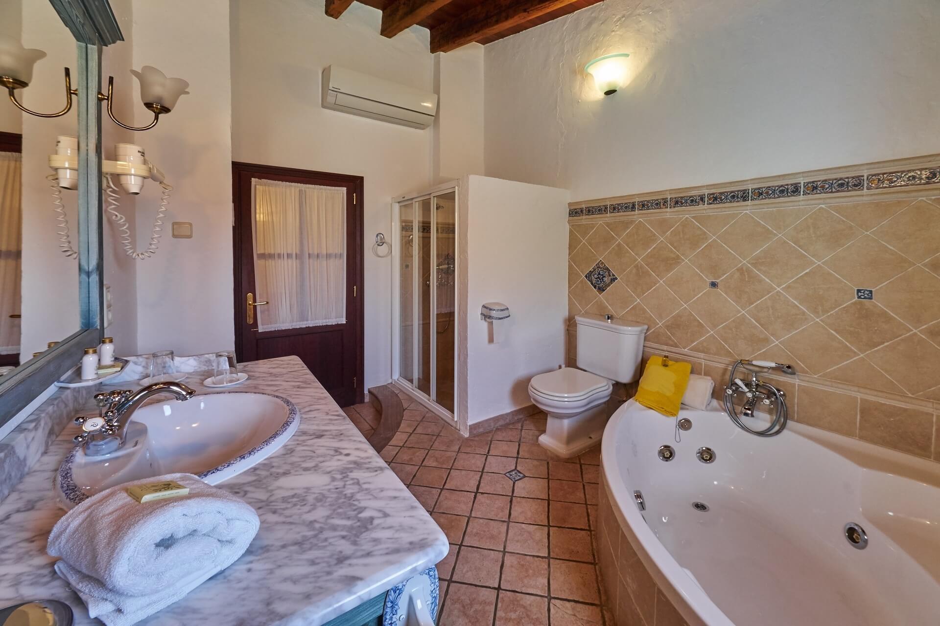Hotel Finca Binibona - DR bathroom