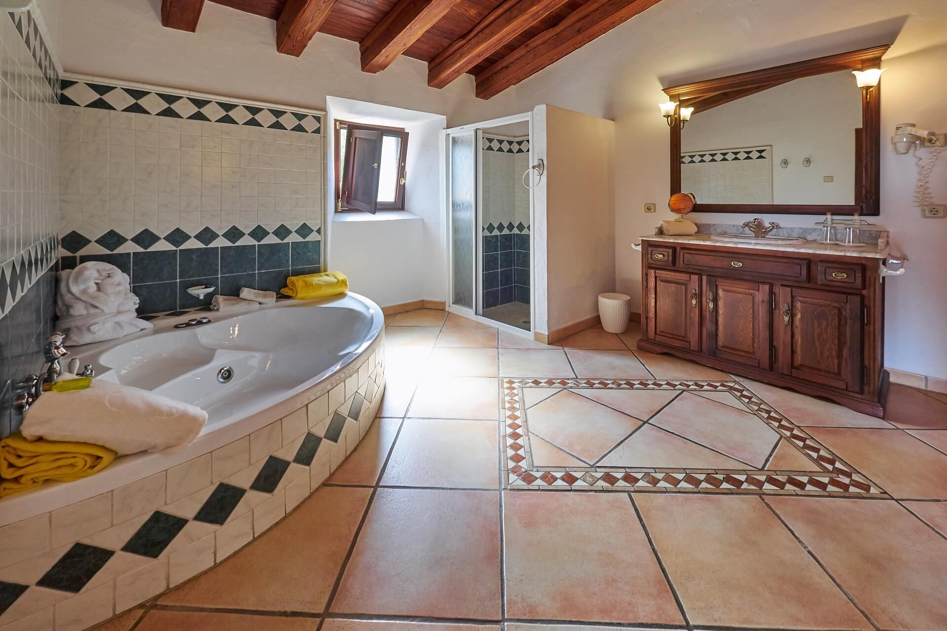 Hotel Finca Binibona - Junior Suite bathroom