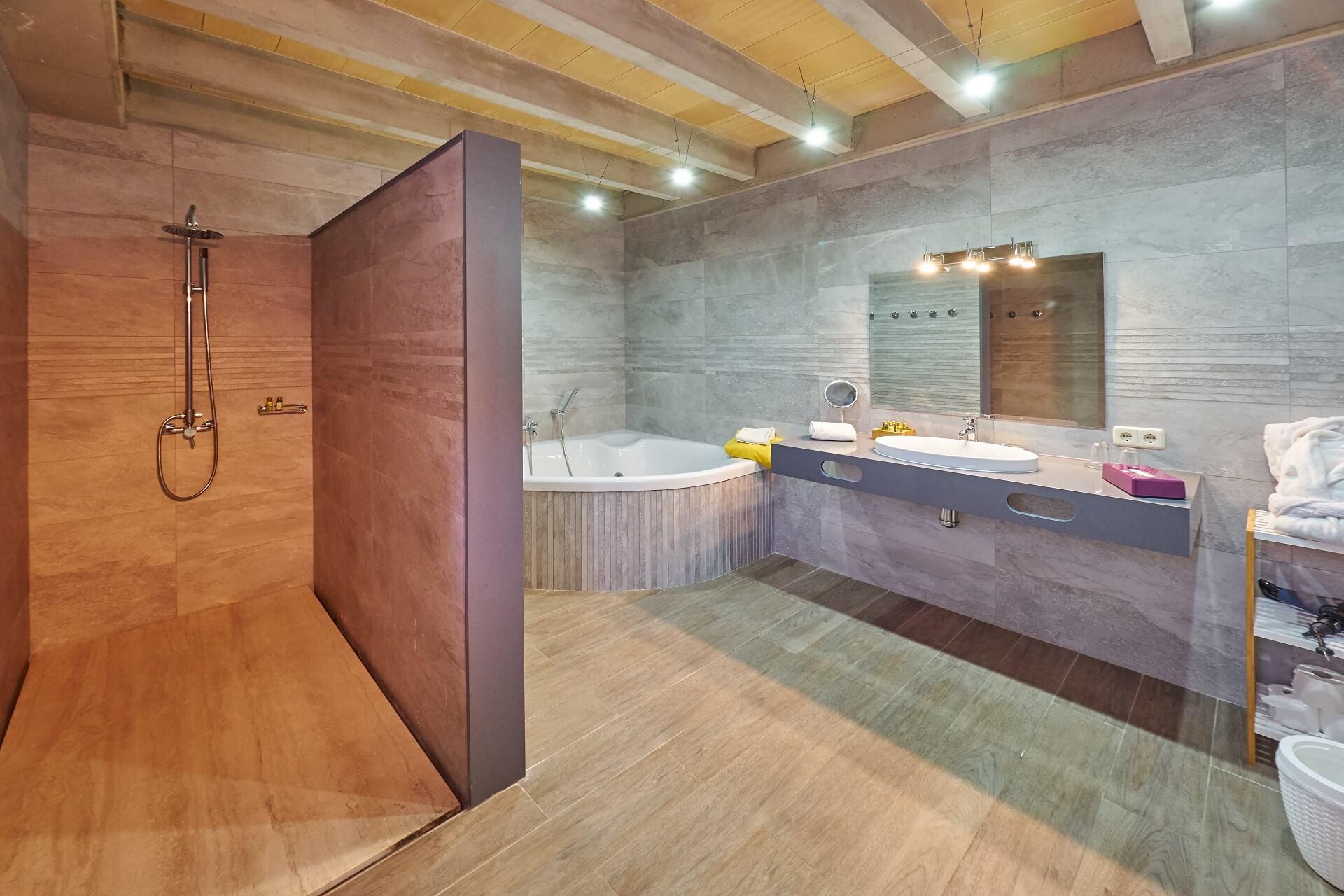 Hotel Finca Binibona - Suite Superior bathroom