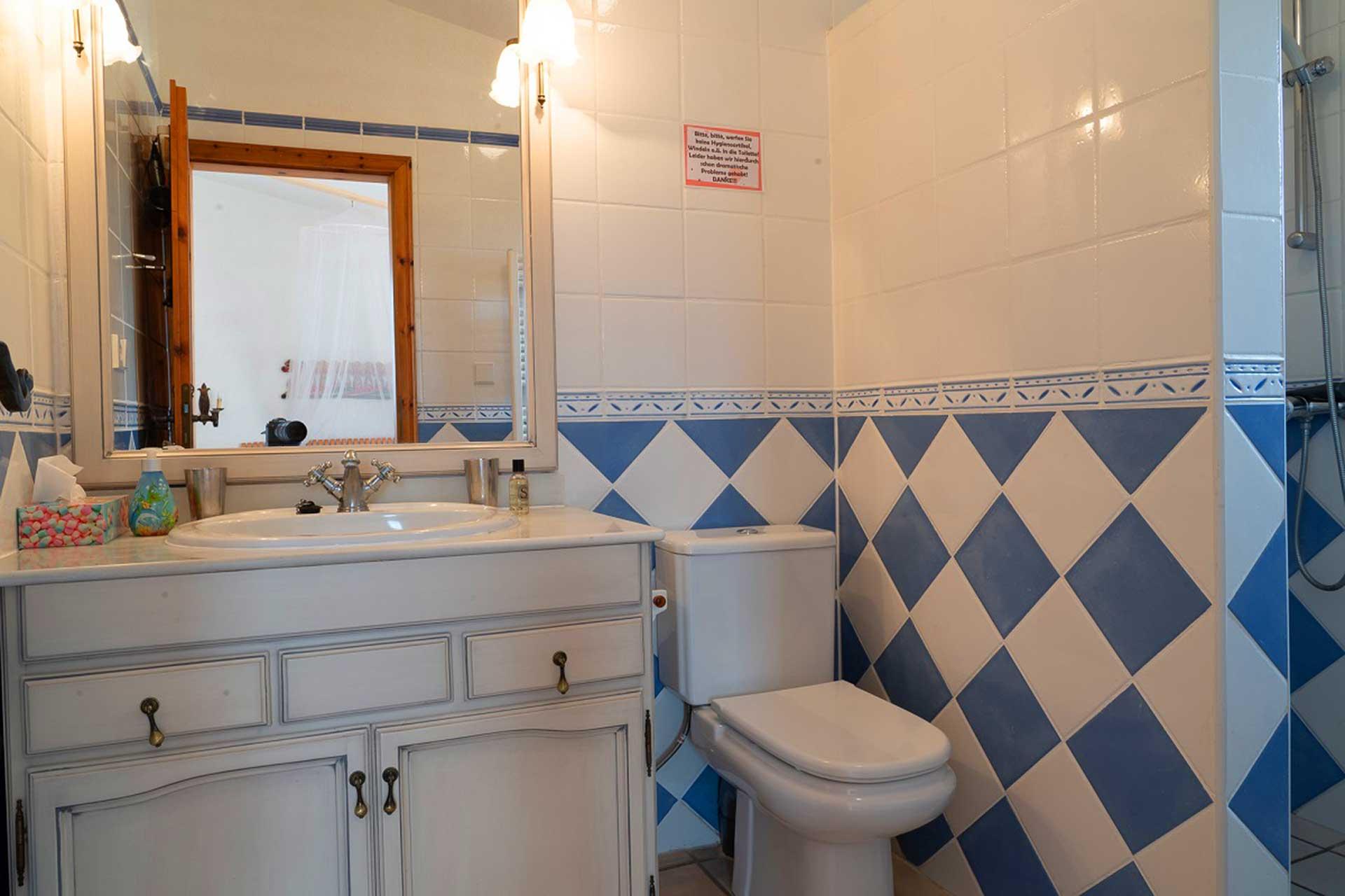 Finca C'an Murtera - En suite bathroom