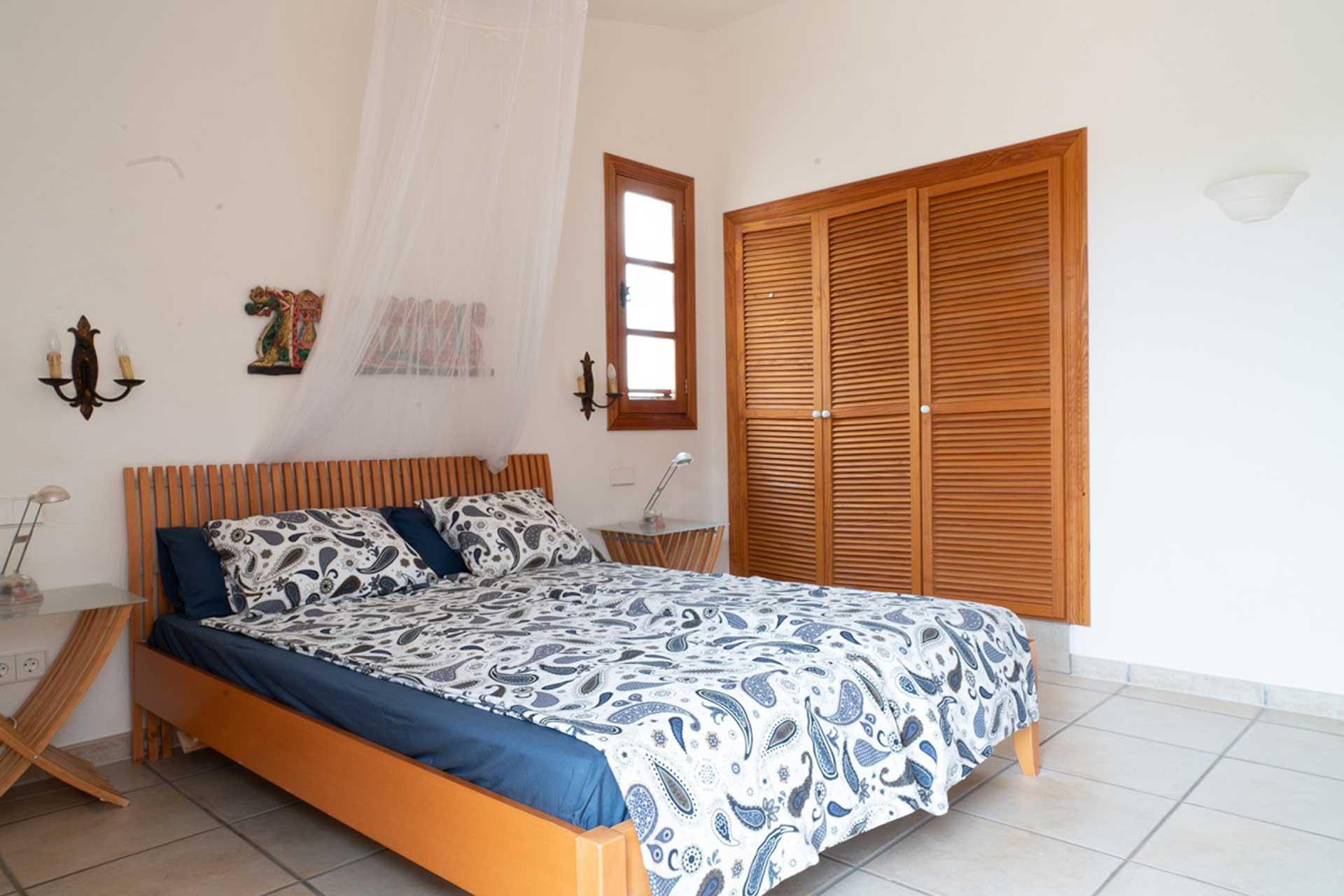 Finca C'an Murtera - Bedroom with en suite bathroom
