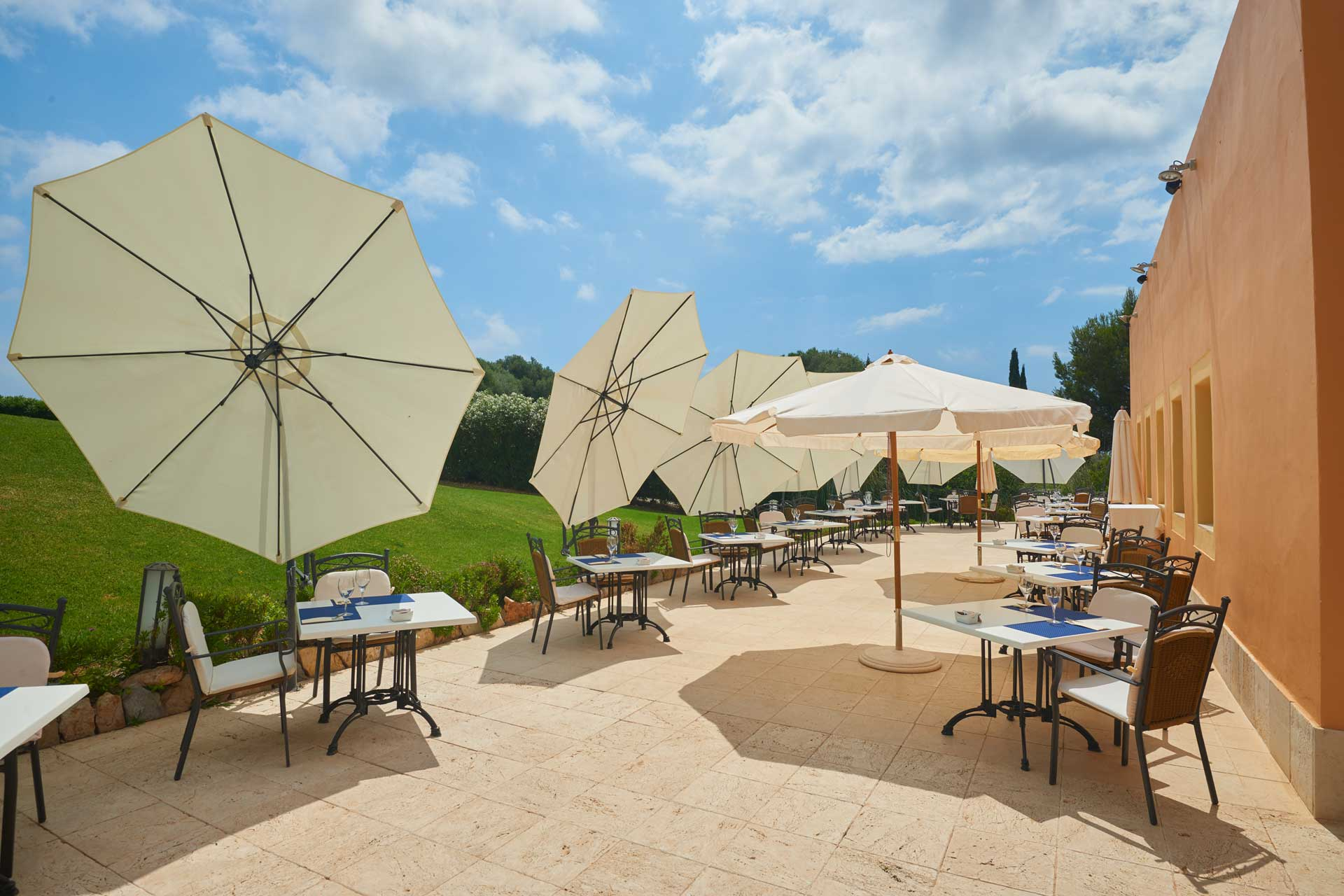 Finca-Hotel Sentido Pula Suites - Restaurant terrace Es Xoric