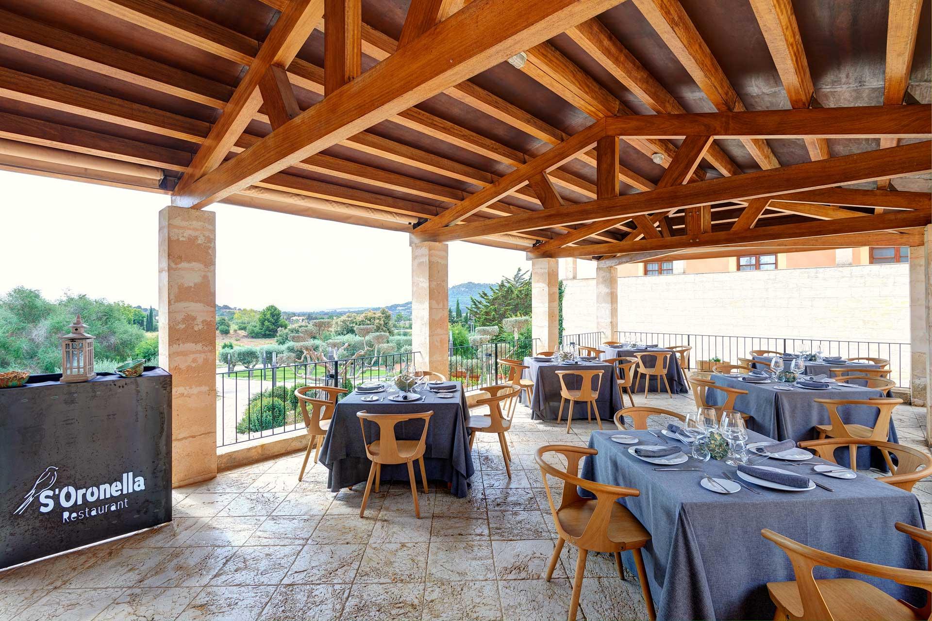 Finca-Hotel Sentido Pula Suites - Restaurant terrace S'Oronella