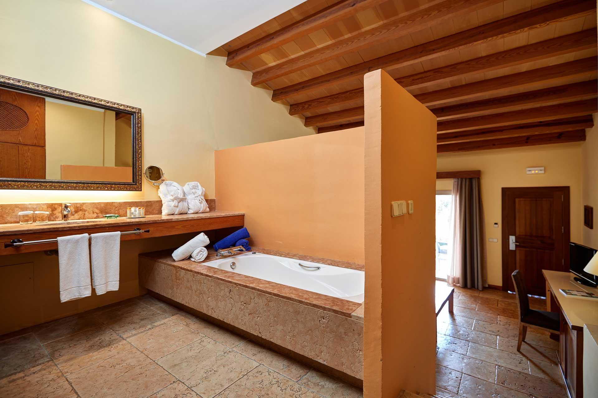 Finca-Hotel Sentido Pula Suites - Standard Suite with en suite bathroom