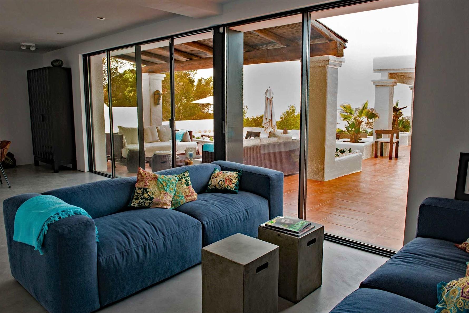 Villa Can Sankisha - Wohnbereich mit Zugang auf die Terrasse