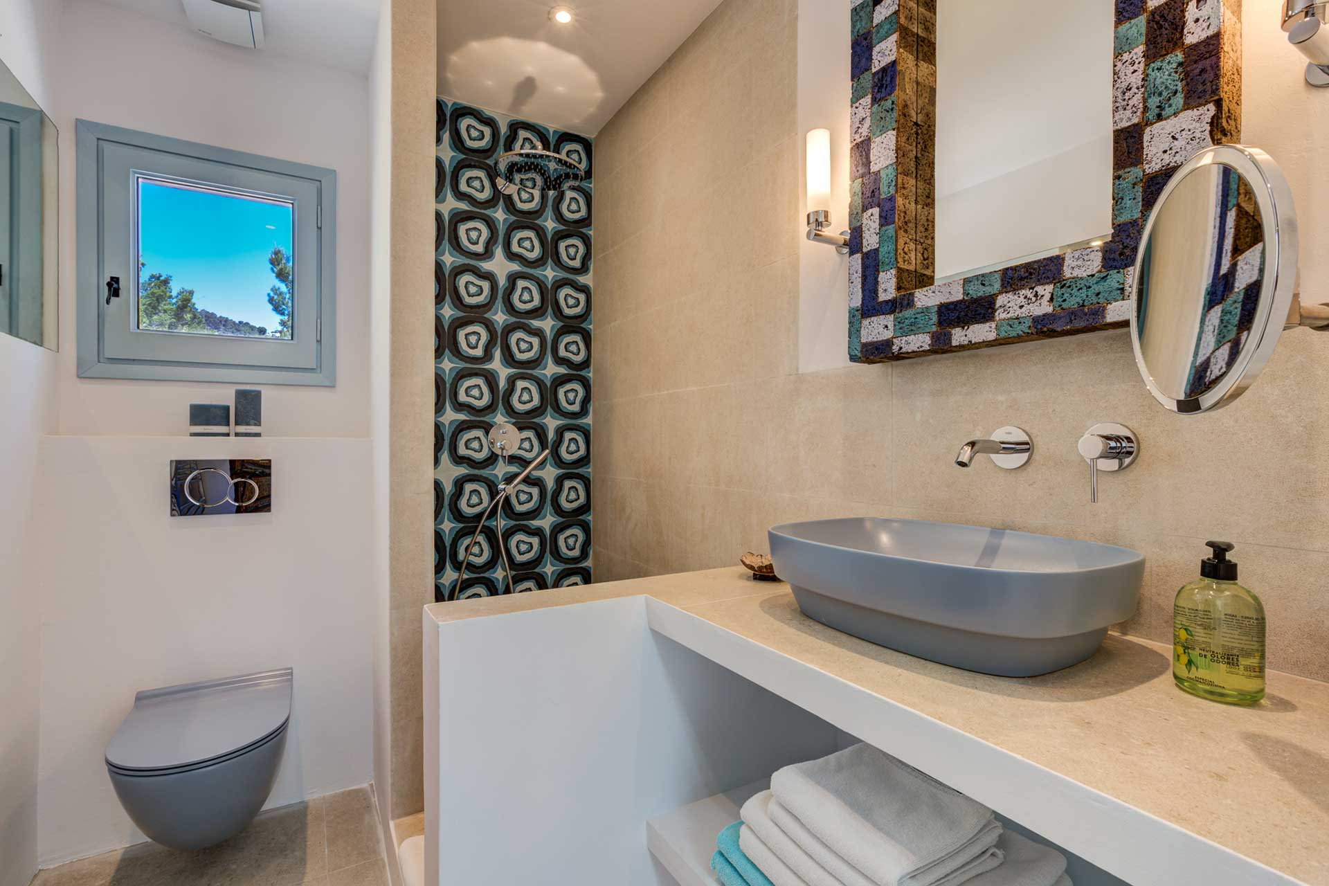 Villa Can Terra - Schlafzimmer EG links mit Terrasse