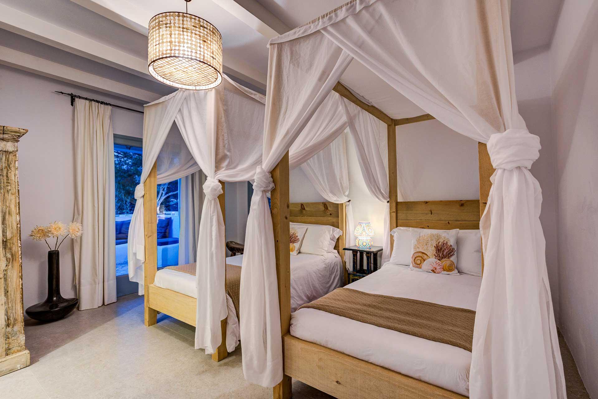 Villa Can Terra - Schlafzimmer UG rechts mit Terrasse