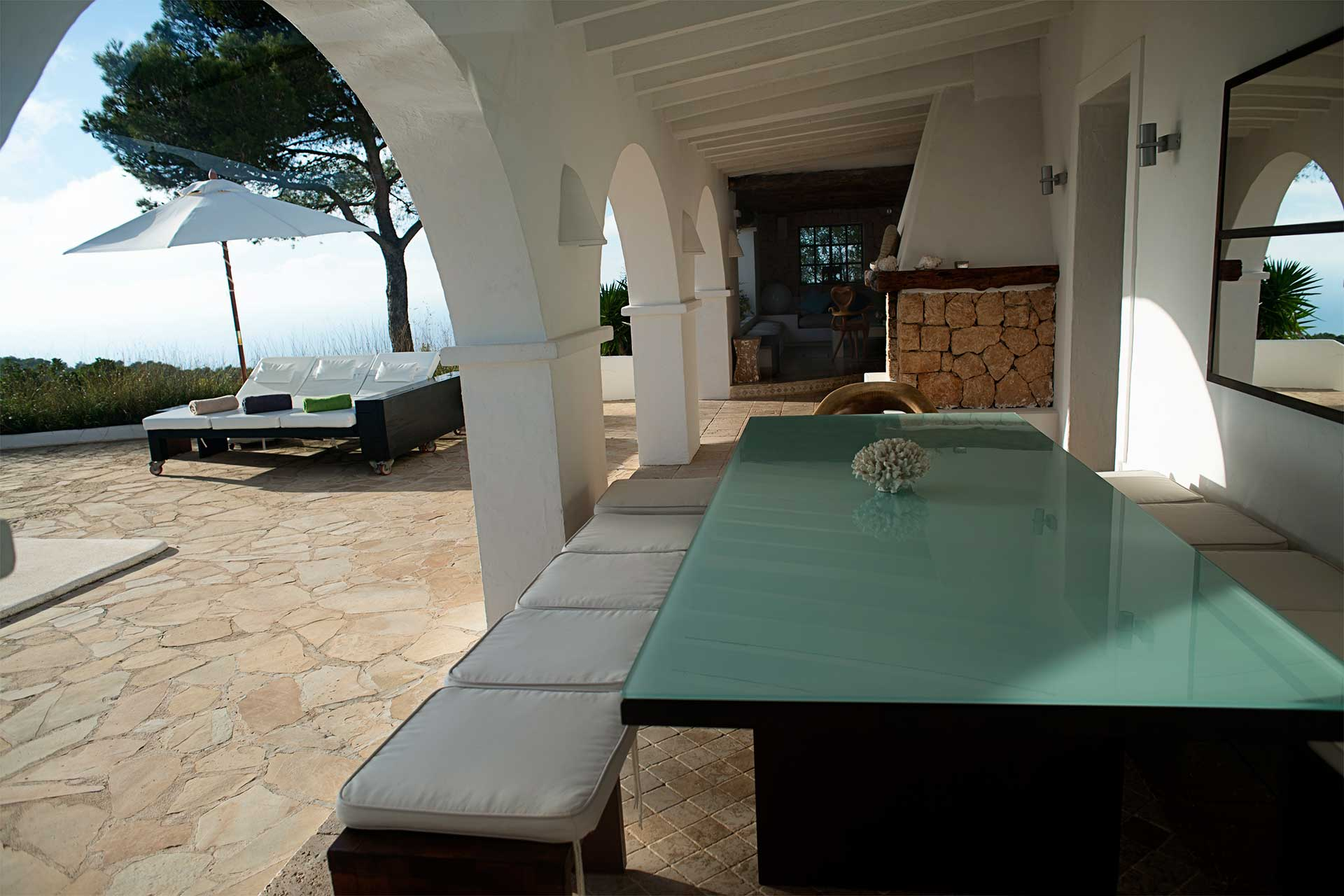 Can T. Ibiza - Terrace with dining area