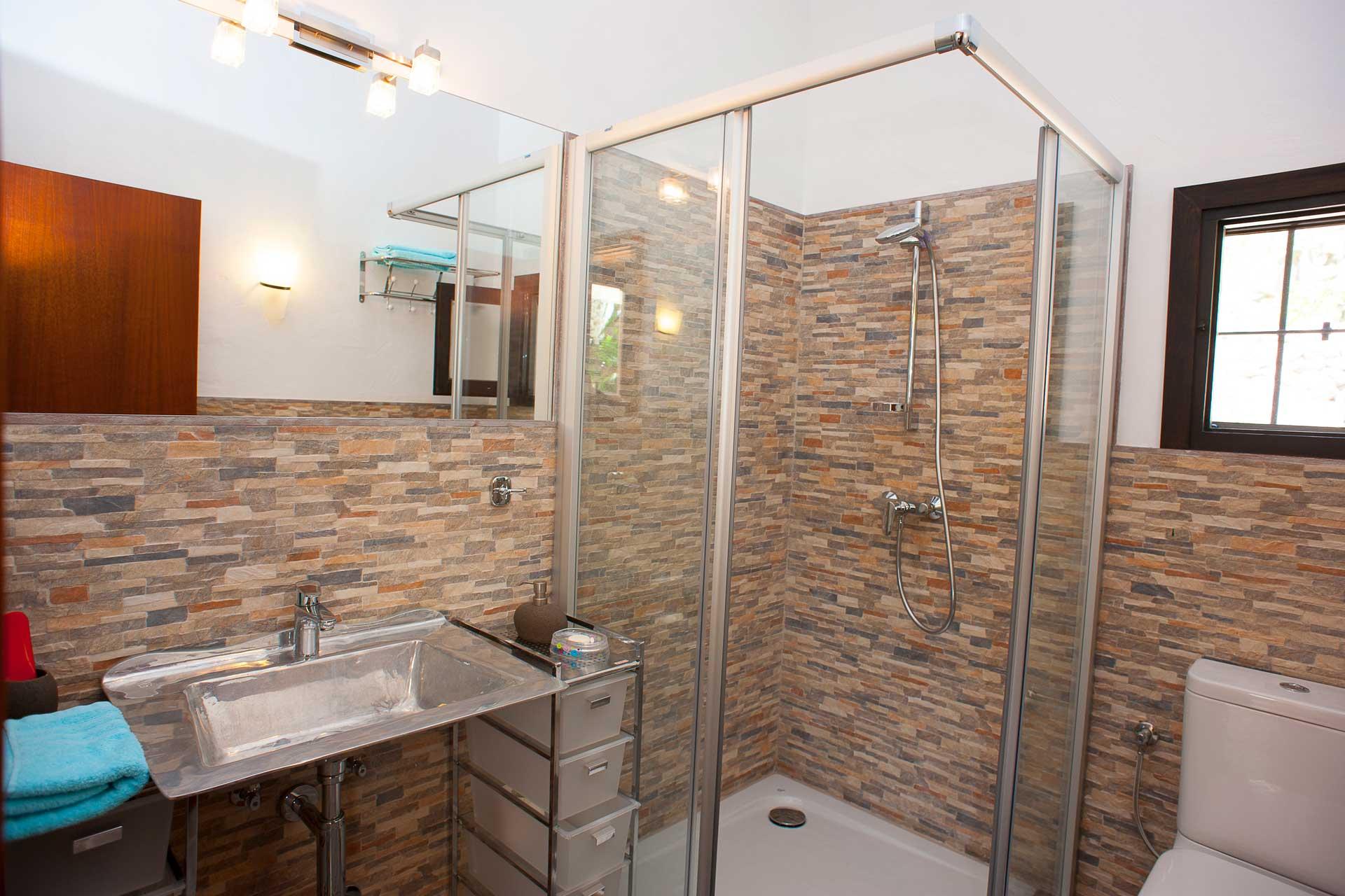 Finca Can Gall Ibiza - Bedroom with en suite bathroom