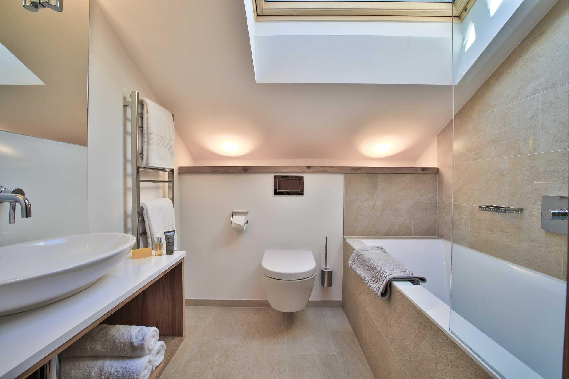 Luxus Appartement Chalet Khione Saas-Fee - Einzelbetten mit Bad en Suite OG li.
