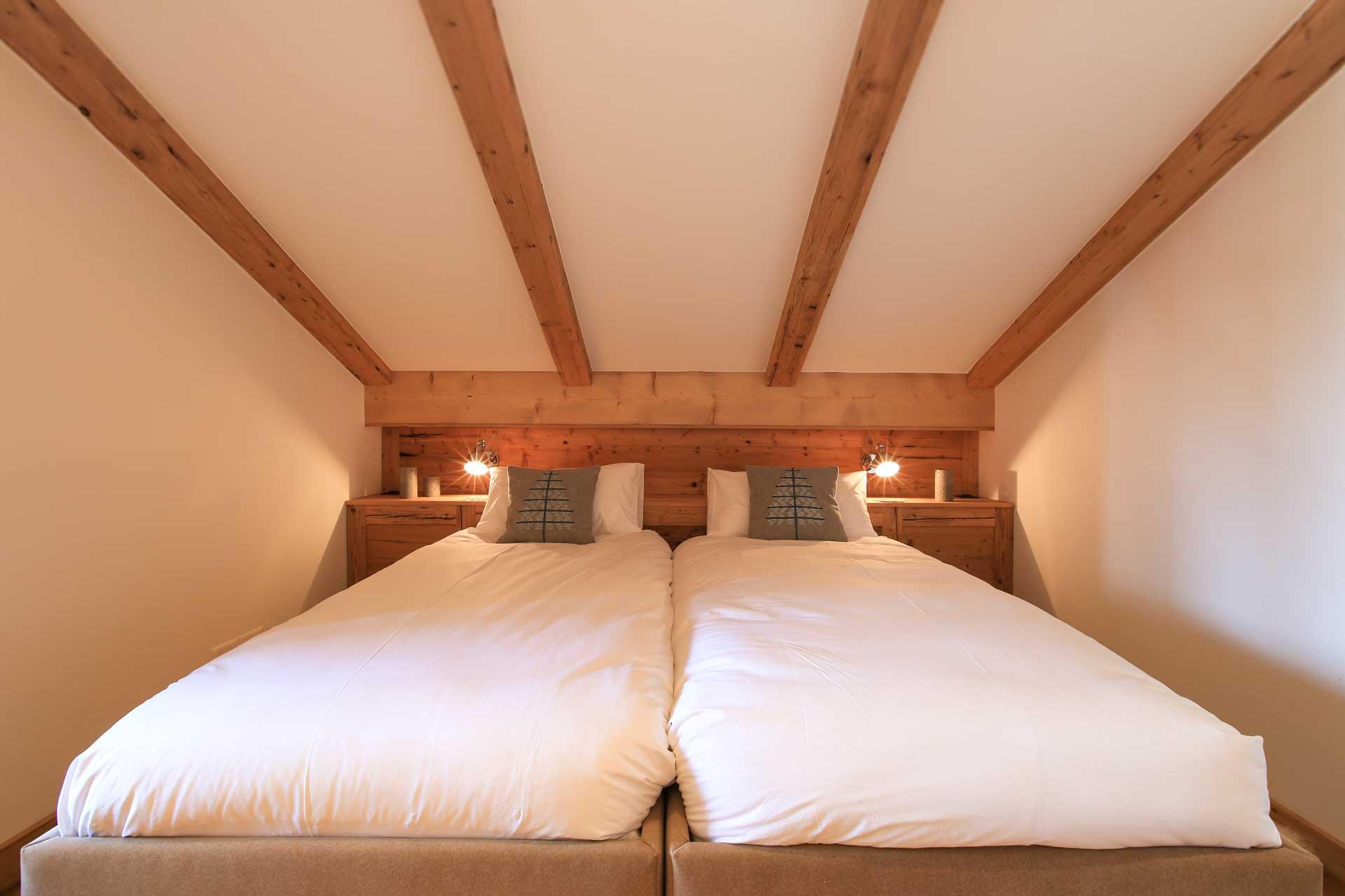 Luxus Appartement Chalet Khione Saas-Fee - Doppelzimmer mit separatem Bad mittig