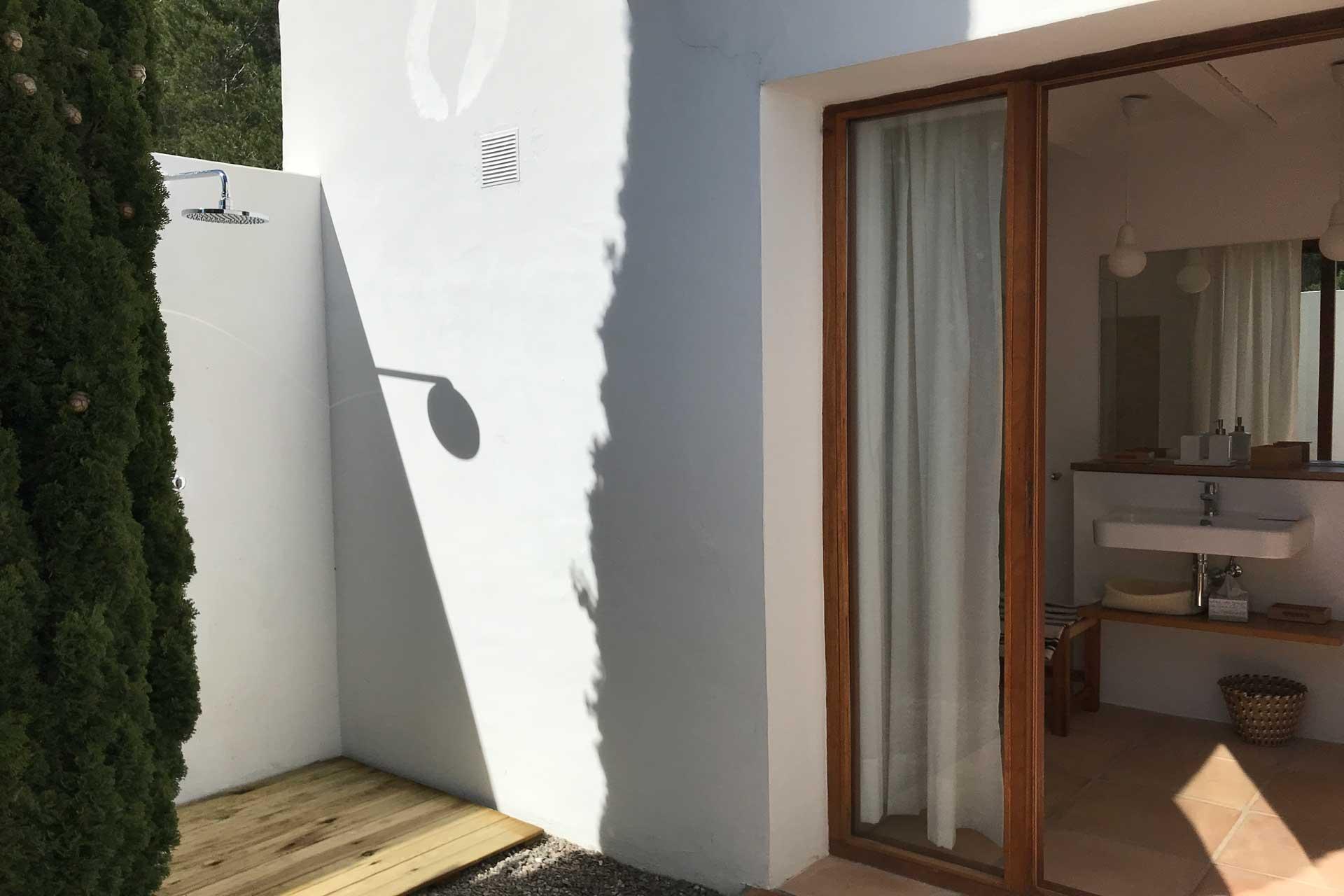Villa Poeta - Bathroom 2 with courtyard