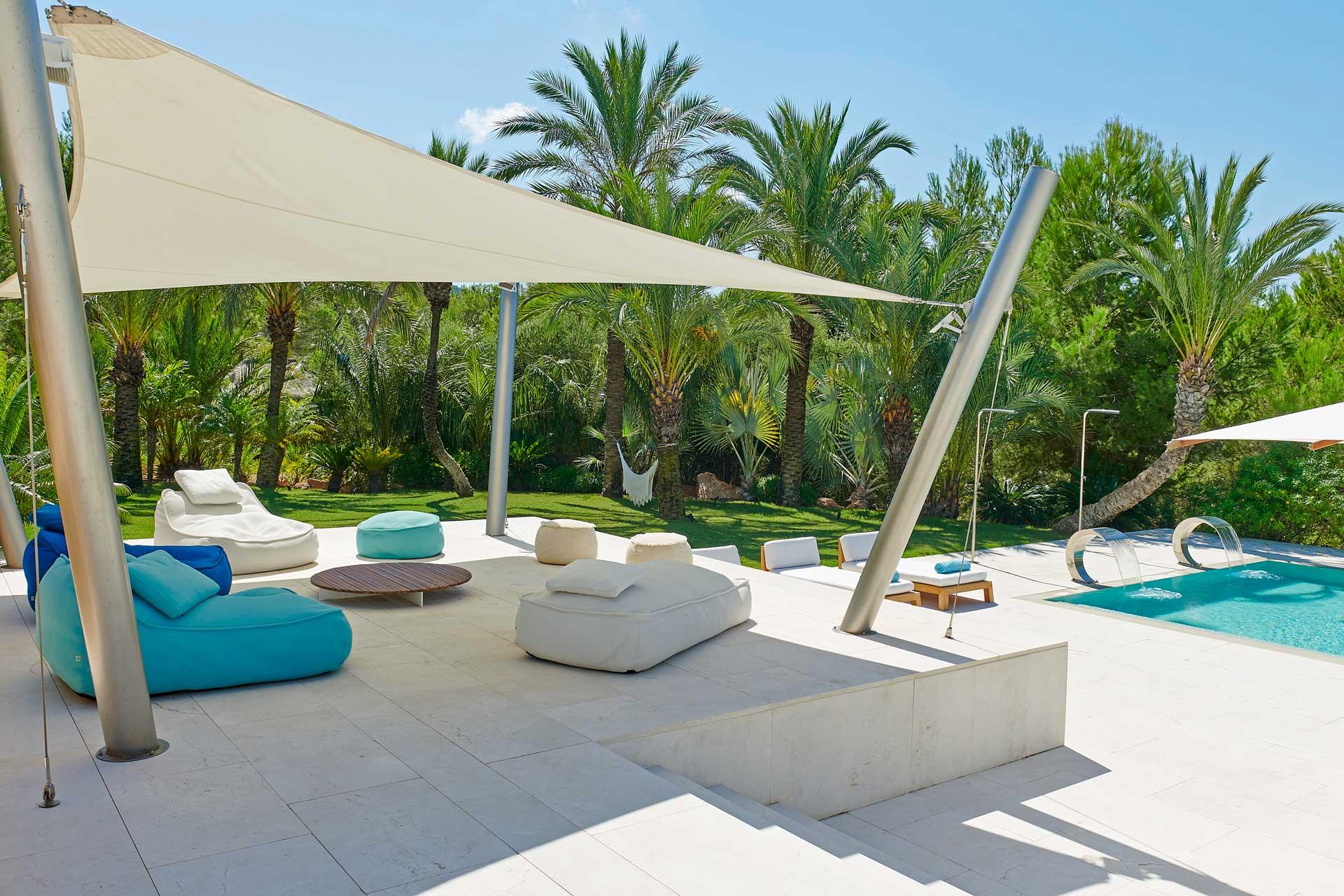 Villa CA Ibiza - Swimmingpool Bereich mit Chill-out Ecke