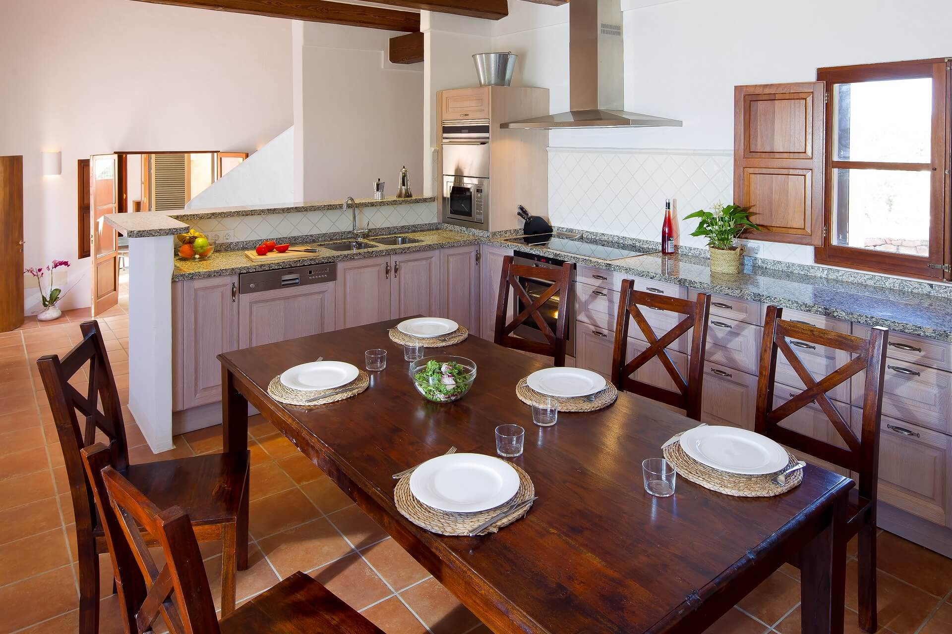 Villa CASES N4 - Kitchen with dining area