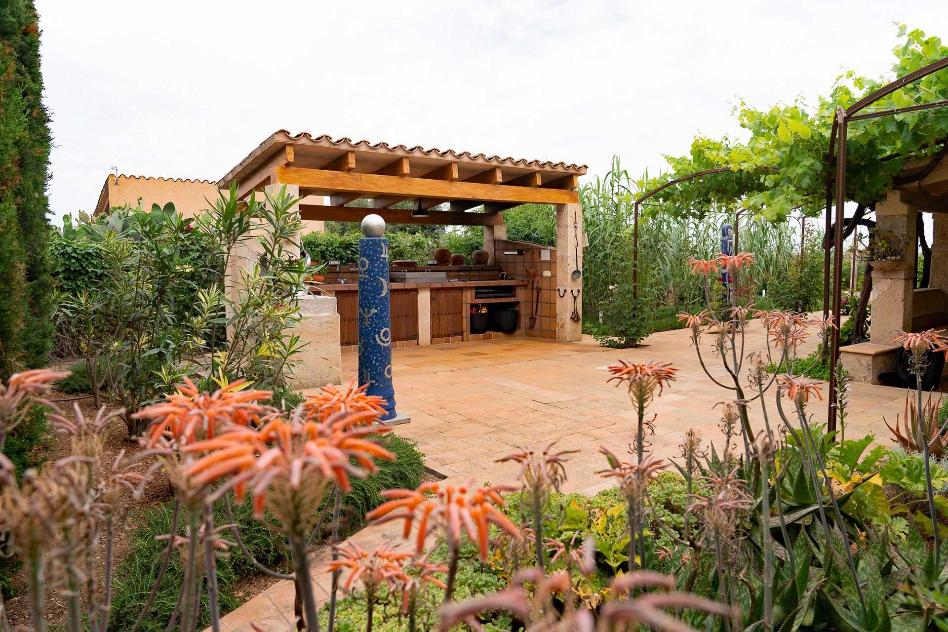 Finca C'an Murtera - Outdoor kitchen with terrace