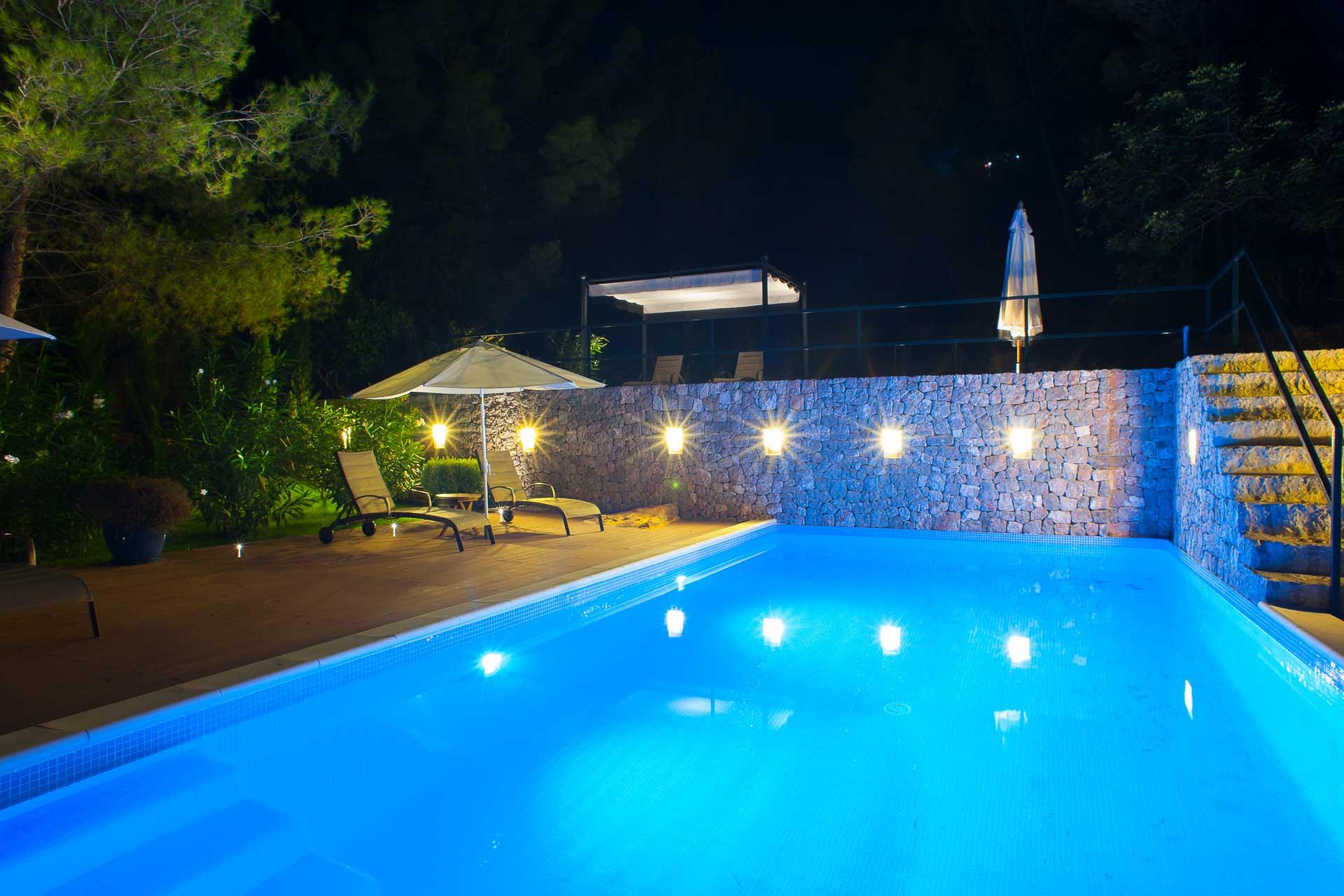 Finca Can Gall Ibiza - Swimming pool by night